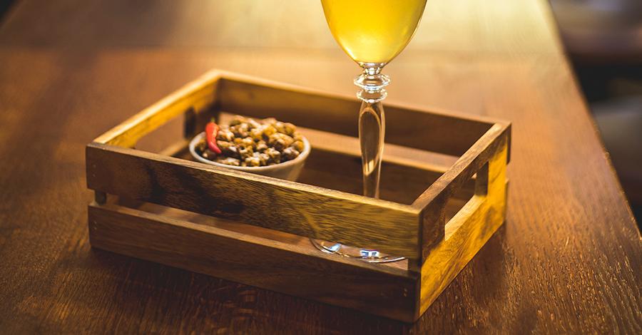 Aký stolík na servírovanie alkoholu? Toto sú jasné trendy